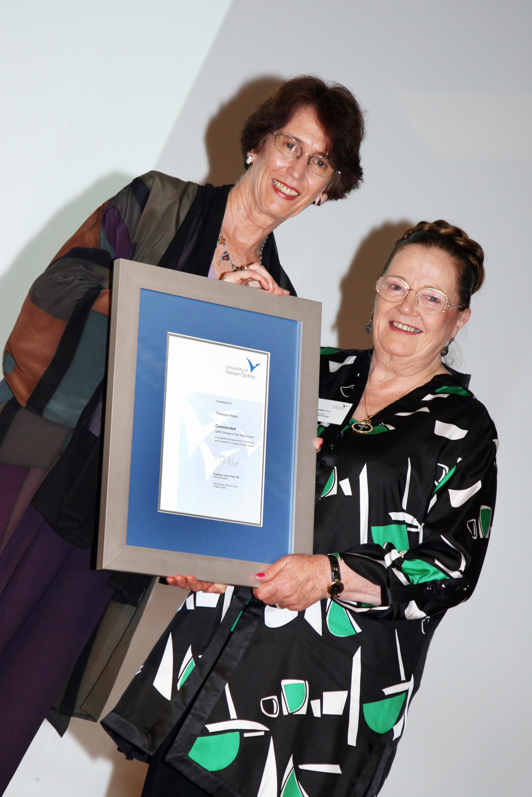 Vice-Chancellor Professor Janice Reid AM presents Theresa with the Commended Award.