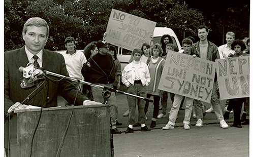 Turning of the first sod for the new Chifley University by NSW Premier Nick Greiner – Students protest against being a part of Sydney University 1988 (P5584)