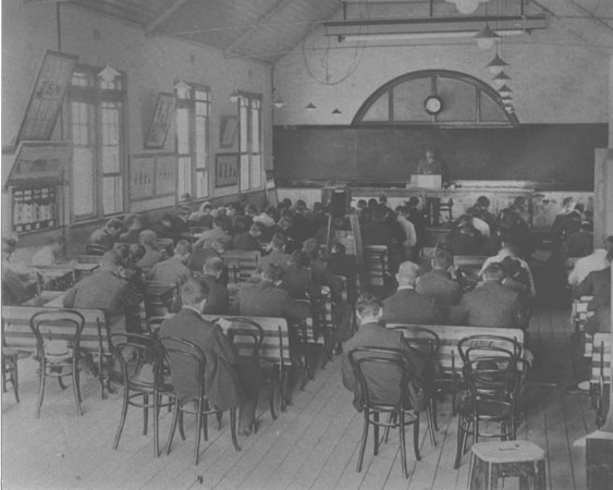 A lecture in progress [Hawkesbury Agricultural College (HAC)]