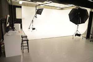 UWS_HCA_Facilities_-_Photomedia_studio_01