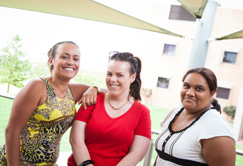 Young female UWS students (Image courtesy of UWS iMedia)