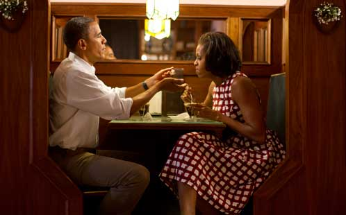 Barack and Michelle Obama in a diner