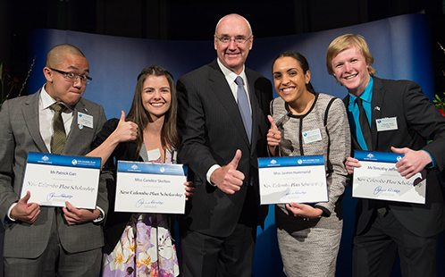 Barney Glover with New Colombo Plan Scholarship students from UWS