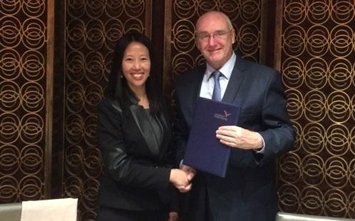 Ms Josephine Lam, Vice-Chancellor Professor Barney Glover