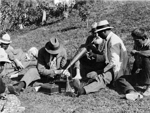 Elsdon Best recording Iehu Nukunuku playing a flute, 1923