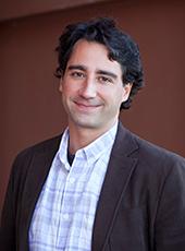 Portrait photo of Dr Pablo Fuentenebro