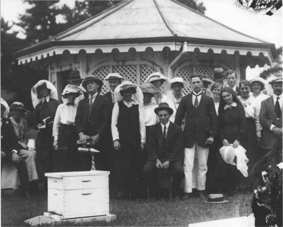 Apiary School group, taken in front of Apiary building [Hawkesbury Agricultural College (HAC)]