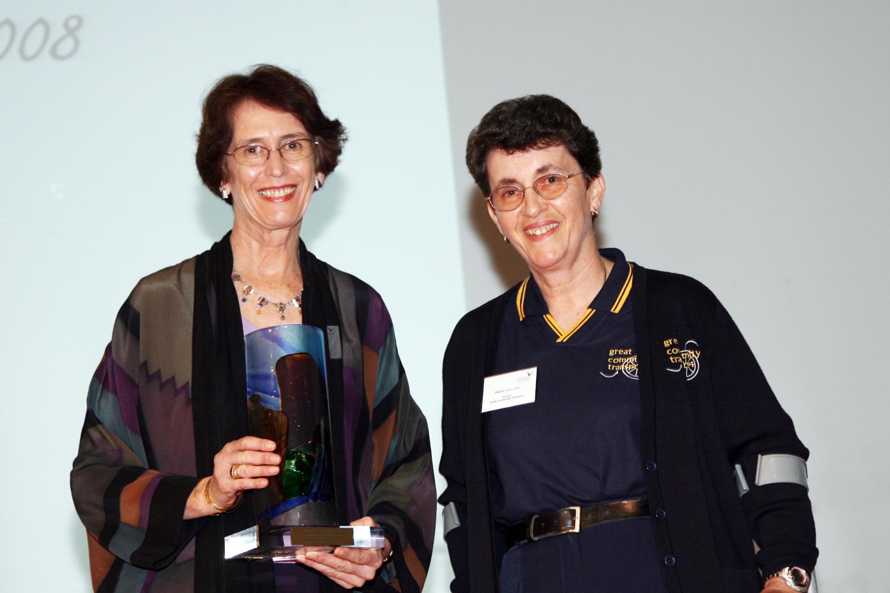 Winner of the UWS Women of the West Award for 2008 – Helen Walker OAM with Vice-Chancellor Professor Janice Reid AM.