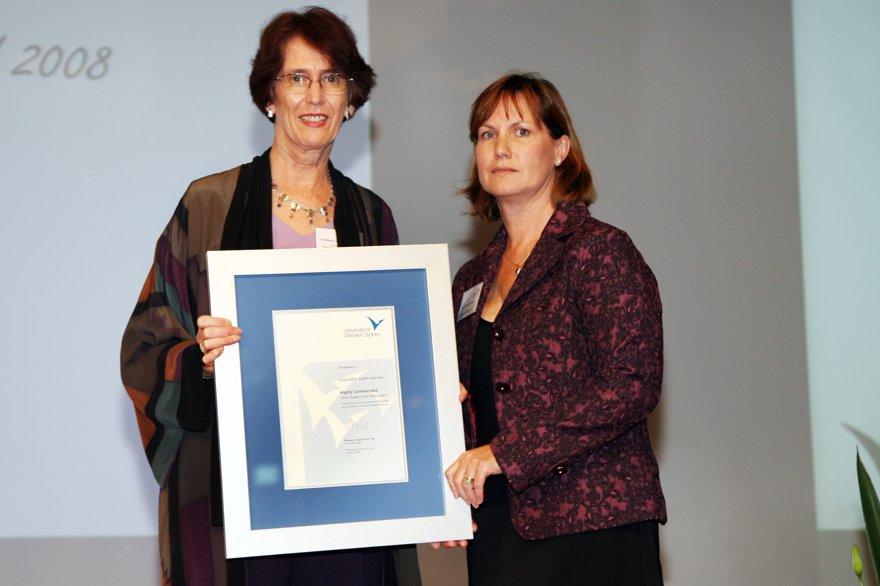 Councillor Judith Hannan is presented with the Highly Commended Award by Vice-Chancellor Professor Janice Reid AM